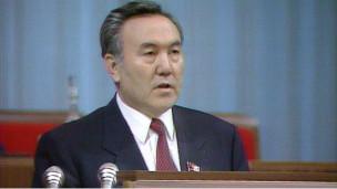 Nazarbayev'in Diktatörlüğüne Onay