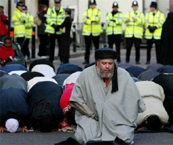 Hedefte Yine Müslümanlar Var