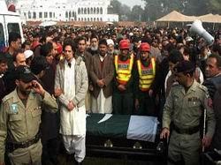 Pakistan Bıçak Sırtında
