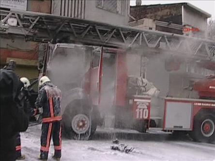 İstanbulda İtfaiye Aracına Saldırı