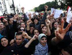 Göstericiler Başbakanlığın Önünde Kamp Kurdu
