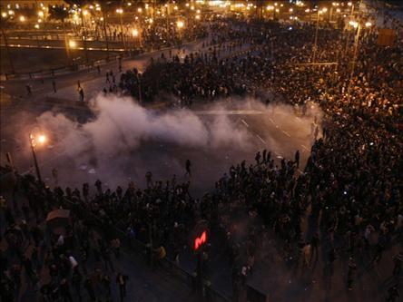 Gösteriler Mısır Diktasını Sarsıyor