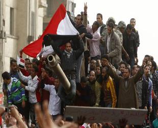 Mısır'da İpler İki Generalin Elinde