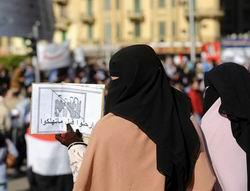 Mısır Ordusu Anayasayı Askıya Aldı