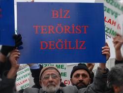 Baskınlar AK Parti Önüne Protesto Edildi