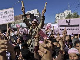 Yemende Göstericiler Bombalanıyor!
