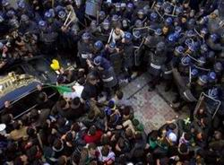Cezayir Halkı da Diktatör Buteflika'ya Karşı Ayakta