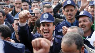 Cezayirde Eylem Yasağını Muhafızlar Deldi