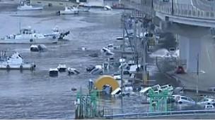 Tsunami Kamaşiyi Böyle Yuttu