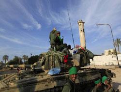 Kaddafi Kaybettiklerini Geri Alıyor