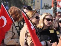 Balyozcu Paşanın Şiirini Eşi Okudu
