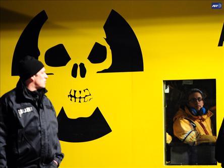 Dünya Nükleeri Sorguluyor