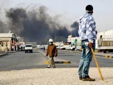 Bahreynde Askerler Protestoculara Göz Açtırmıyor