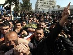 Gazze Halkı Şehitlerini Son Yolculuğuna Uğurladı