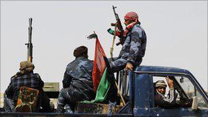 Libya'da Muhalifler Geri Çekiliyor
