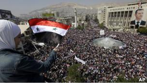 Suriyede Esad Yanlısı Gövde Gösterisi