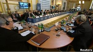 40 Ülke Libyanın Geleceğini Tartışıyor
