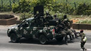 Fildişi Sahilinde BM Gbagboyu Vuruyor