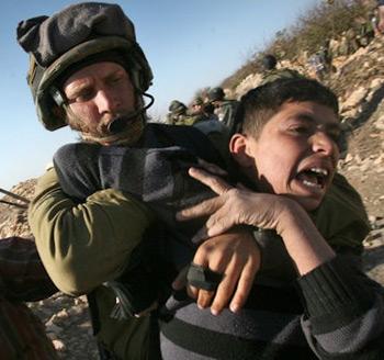 Filistinli Çocuklara Kafeste İşkence
