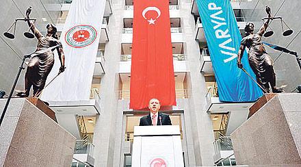 İlk Heykel Atatürk Zamanında Yıktırılmıştı