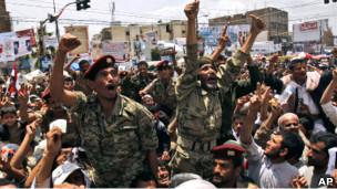 Yemenli Askerler Protestoculara Ateş Açtı