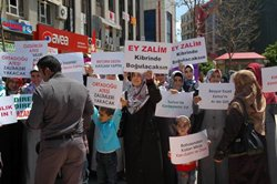 Suriye Yönetimi Adana'da Protesto Edildi