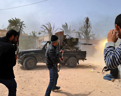 Kaddafi Güçleri Misrate'yi Bombalıyor!