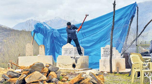 12 Eylülde Öldürülen Öğretmenin Mezarı Açıldı