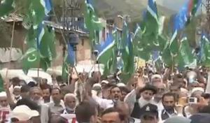 Pakistan'da Binlerce Kişi ABD'yi Protesto Etti