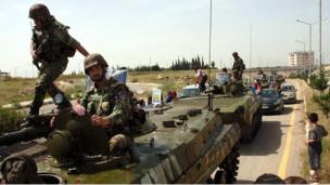 Suriyede 22 Kişi Topçu Ateşiyle Katledildi (Video)