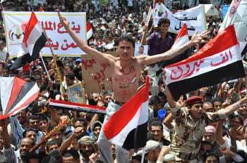 Sana'da Rejimin Düşüşü Kutlanıyor
