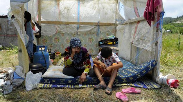 Suriye, Cisr eş-Şuğura Bomba Yağdırdı