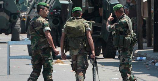 Askerler Kaçışları Önlemeye Çalışıyor