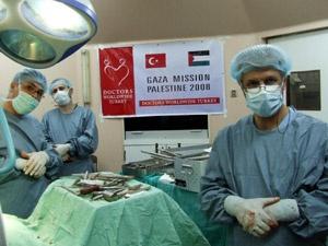 Tatil Yerine Filistinde Ameliyata Gittiler