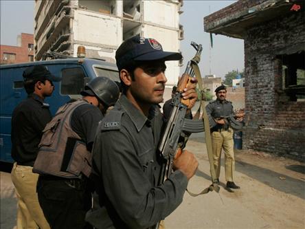 Pakistanda 2 Otobüs Tarandı: 10 Ölü