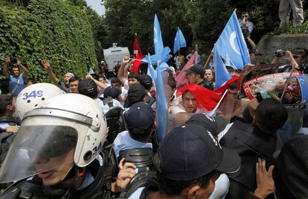 Doğu Türkistan Eyleminde Arbede