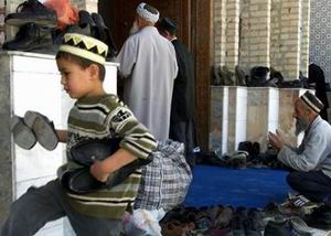 18 Yaşından Küçükler Camiye Giremez!