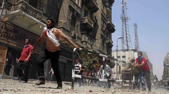 Tahrir Meydanında Tank Sesleri