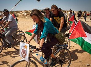 İngiltereli Aktivistler Filistine Pedal Çevirdi!