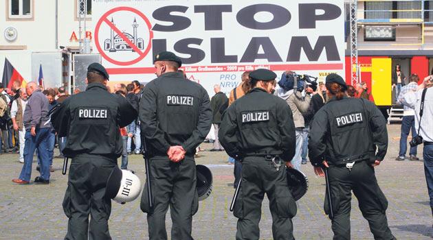Almanya İslam Düşmanlığını Görmezden Geliyor