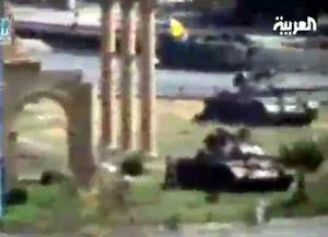Davutoğlu Şam'da, Suriye Tankları Sınırda