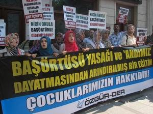 Özgür-Der Milli Eğitim Önündeydi: Andımız Kaldırılsın!