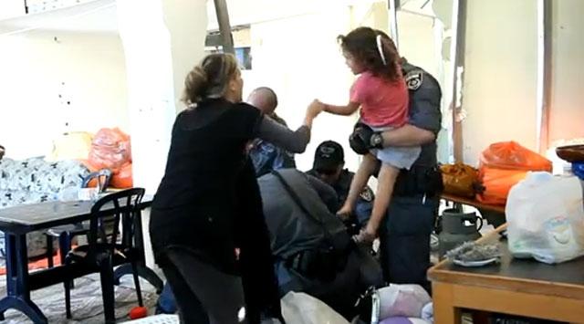 İsrail Askerlerinin Dehşet Müdahalesi (Video)