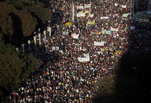 Wall Streeti İşgal Ateşi Batıyı Sarıyor (FOTO)