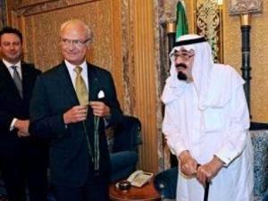 Diktatör Dediğine, Silah Satıp Madalya Taktı!