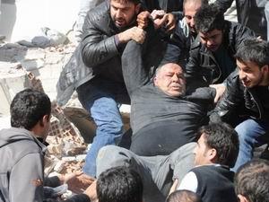 Van Depreminde Ölü Sayısı 240 Oldu!