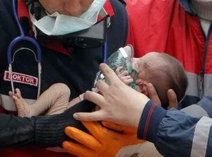 14 Günlük Bebek Enkazdan Sağ Çıktı