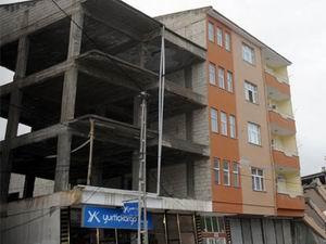 Bu Kadar da Olmaz: İki Bina Bir Kolon!