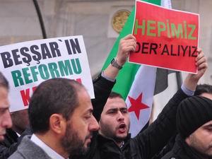 Suriyedeki Katliamlar Fatihte Protesto Edildi