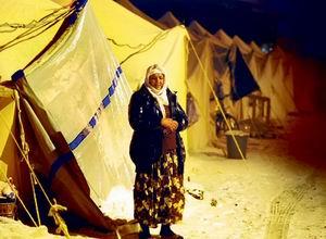Eksi 10 Derecede Yazlık Çadırlarda Kalıyorlar